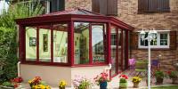 Véranda sur mesure Style victiorien Aluminium rouge sur Maison en brique foraine